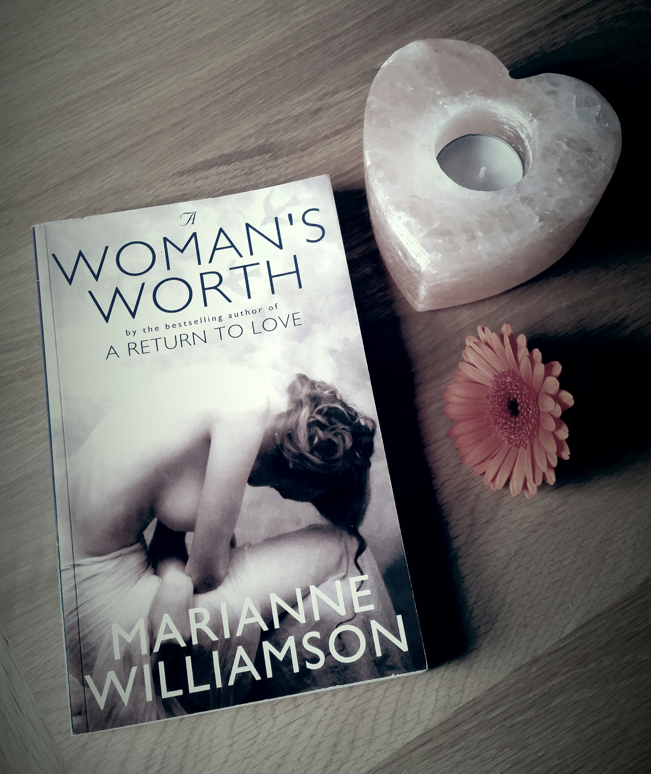 Book Review A Womans Worth By Marianne Williamson Alexandra Payne